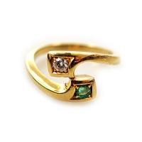 Zlatý prsten se smaragdem a briliantem