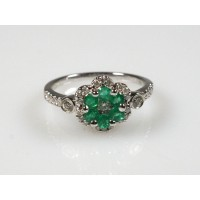 Prsten se smaragdy a brilianty